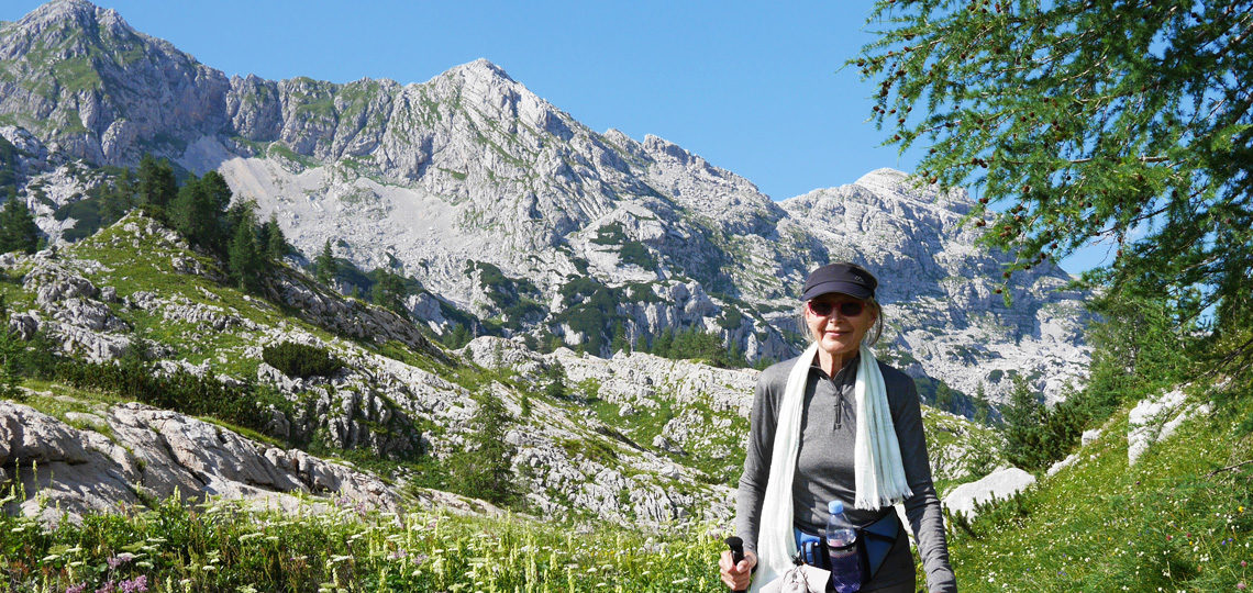 slovenia-tour-treking-alps-hiker-flowers-hiker-banner
