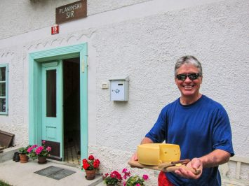 Cheese tasting at the doorstep of local producers.